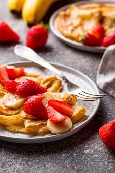 Pannenkoeken met aardbei en banaan