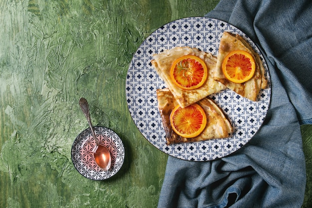 Pannenkoeken met bloederige sinaasappels
