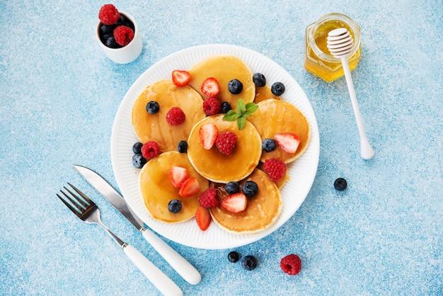 Pannenkoeken met honing en bessen