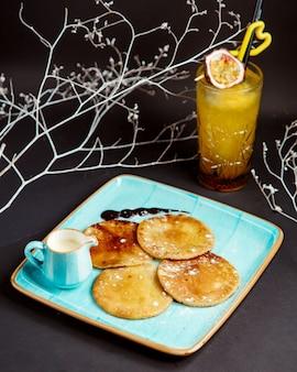 Pannenkoeken met tropisch sap
