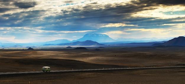 Panorama prachtig landschap van de berg modrudalur