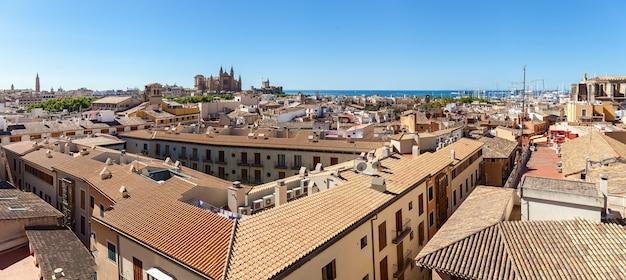 Panorama uitzicht op palma de mallorca uitzicht op palma de mallorca vanaf het dak van een van de huizen