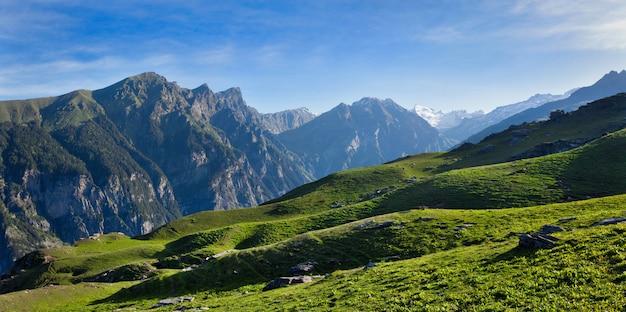 Panorama van de bergen van himalayagebergte