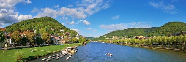 Panorama van de rivier van heidelberg en neckar-genomen uit karl theodor-brug