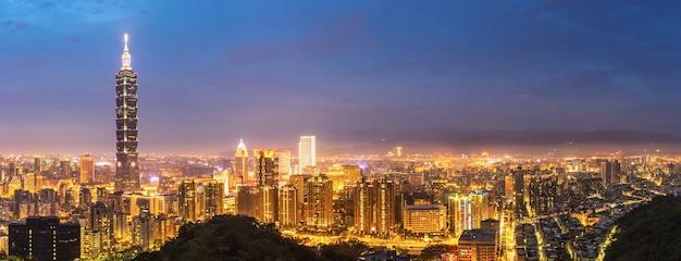 Panorama van de skyline van taipei