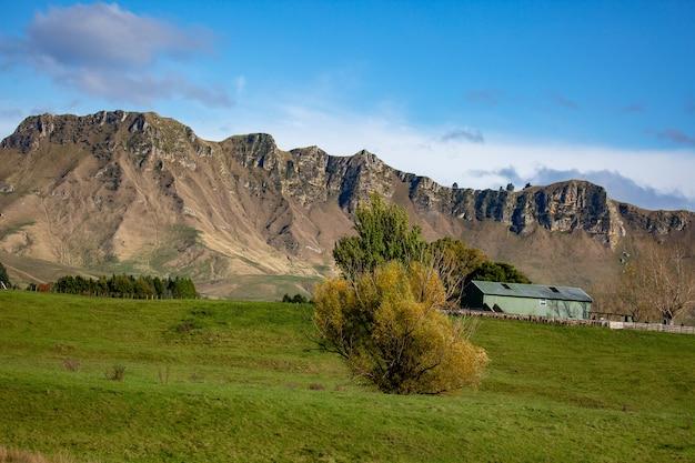 Panorama van de zijkant en hellingen van te mata peak