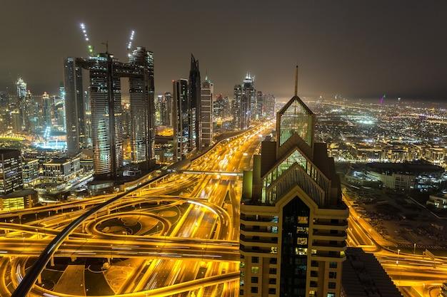 Panorama van het centrum van dubai 's nachts