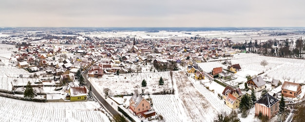 Panorama van kintzheim, een dorp in bas-rhin - elzas, frankrijk