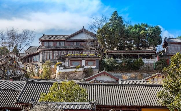 Panorama van oude huizen in de oude stad lijiang