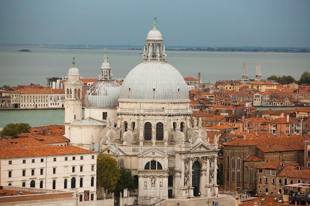 Panorama van venetië, italië. grand canal met gondels. briefkaart van venetië