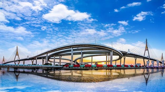 Panoramamening van brug in bangkok