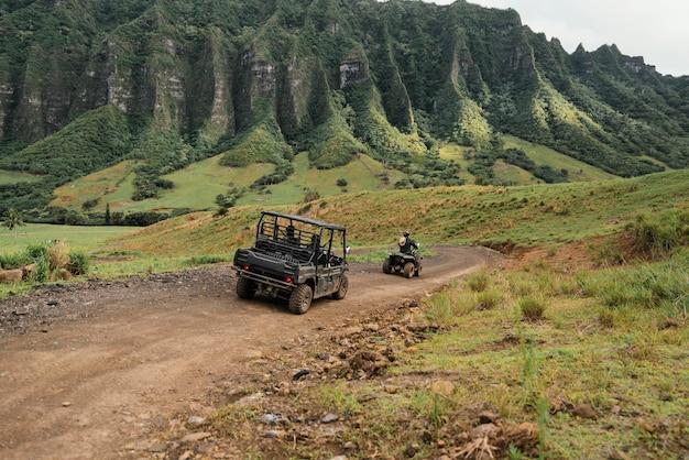 Panoramamening van jeepauto in hawaï