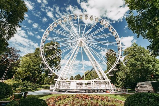 Panoramawiel geïnstalleerd in het park van limpertsberg