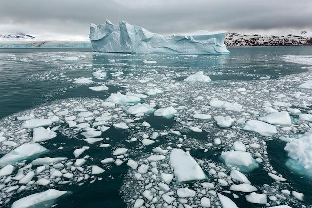 Panoramisch beeld van poolkappen in antarctica
