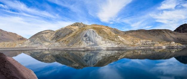 Panoramisch landschap van de bergen van cajon del maipo, chili