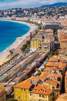 Panoramisch luchtfoto op de stranden in nice, frankrijk
