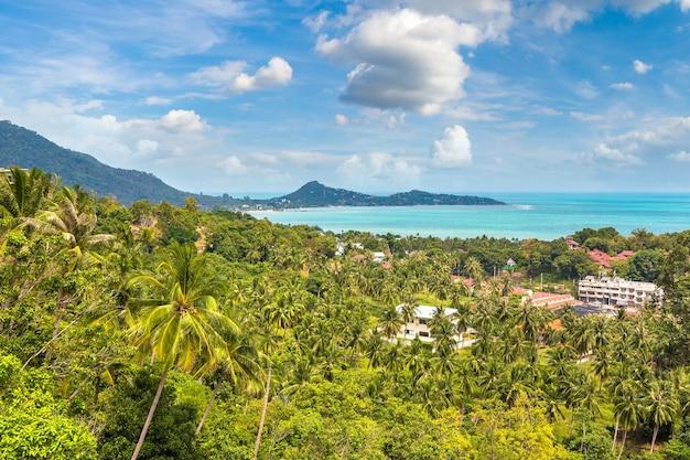 Panoramisch luchtfoto van het eiland koh samui, thailand