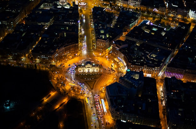 Panoramisch luchtfoto van madrid 's nachts, metropolis building lichten, hoofdstad van spanje, europa