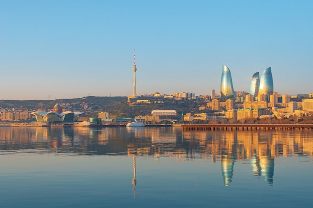 Panoramisch stadsgezicht uitzicht op baku in de ochtend, hoofdstad van azerbeidzjan
