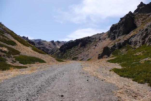 Panoramisch uitzicht de yol valley mongools, ook bekend als 'ice valley', zuid-mongolië
