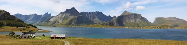 Panoramisch uitzicht met hoge resolutie van het landschap van de lofoten, noorwegen