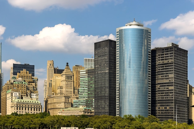 Panoramisch uitzicht met manhattan skyline kantoorgebouwen in new york city of america