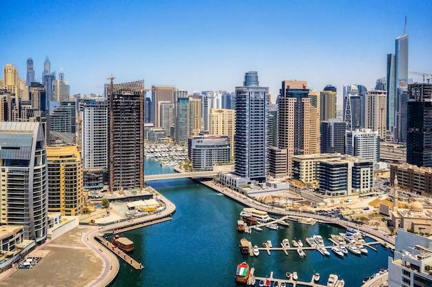 Panoramisch uitzicht op de moderne stad dubai.