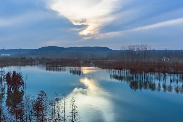 Panoramisch uitzicht op de rivier