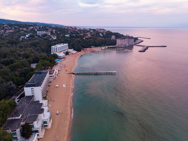 Panoramisch uitzicht op golden sands-resort in bulgarije