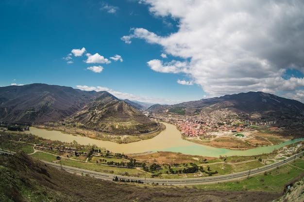 Panoramisch uitzicht op mtskheta. georgië.
