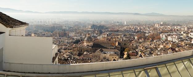 Panoramisch uitzicht over de stad granada