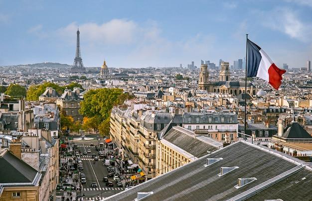 Panoramisch uitzicht over parijs vanaf de bovenkant van het pantheon in parijs, frankrijk