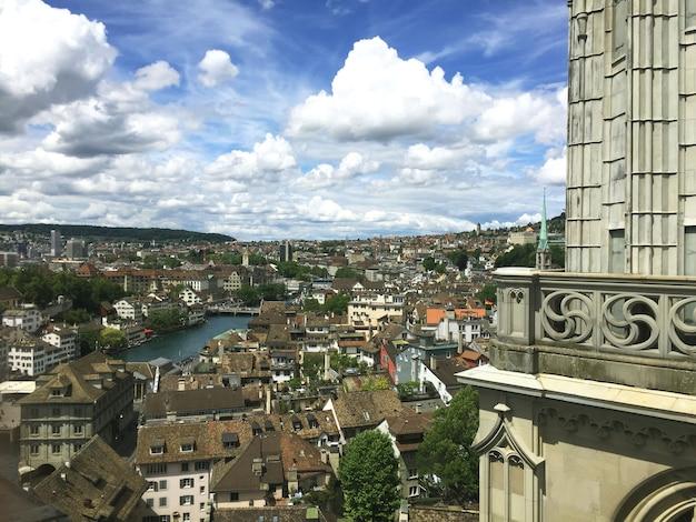 Panoramisch uitzicht van bovenaf naar zürich. zwitserland