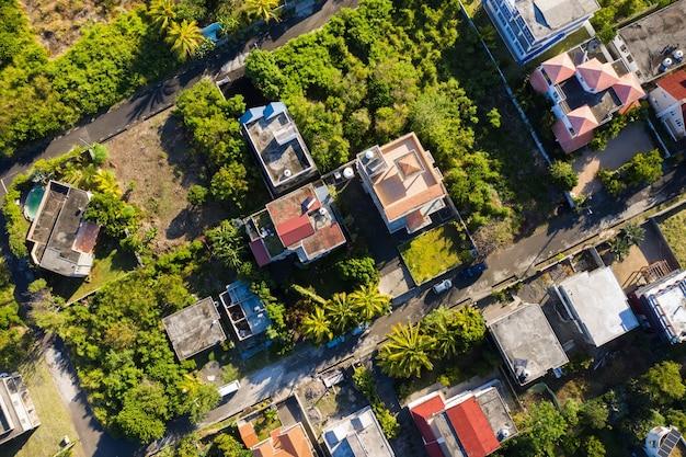 Panoramisch uitzicht van bovenaf op de stad en de bergen op het eiland mauritius