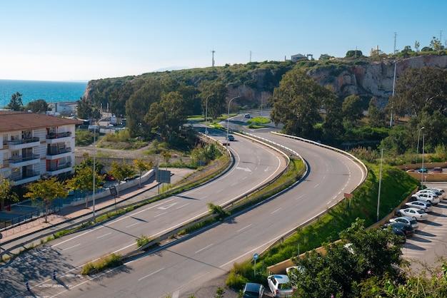 Panoramisch uitzicht vanaf de top van de wijk la cala in malaga