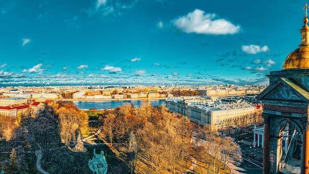 Panoramisch uitzicht vanaf het dak van de st. isaac's cathedral. sint petersburg. rusland.
