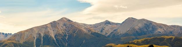Panoramisch van zuidelijke alpen in nieuw zeeland naar arthurs-pas