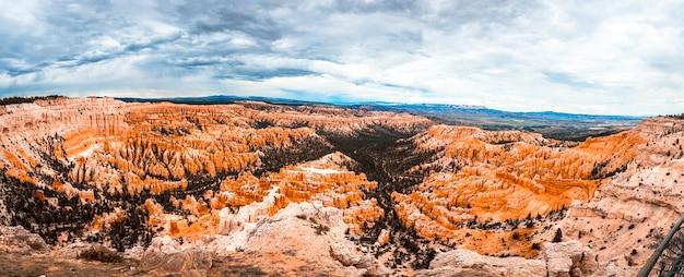 Panoramisch vanaf inspiration point in bryce national park. utah, verenigde staten