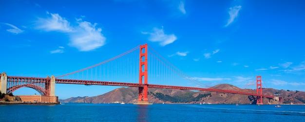Panoramisch zicht op de beroemde golden gate bridge, san francisco, verenigde staten