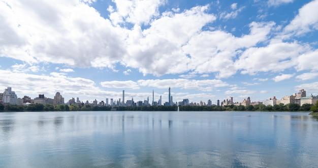 Panoramisch zicht op het centrale parkmeer