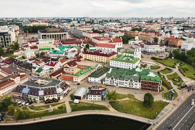 Panoramisch zicht op het historische centrum van minsk