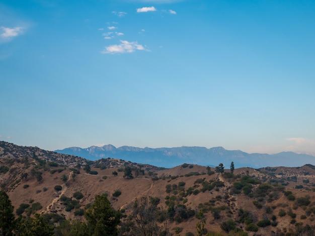 Panoramisch zicht op hollywood hills in los angeles city