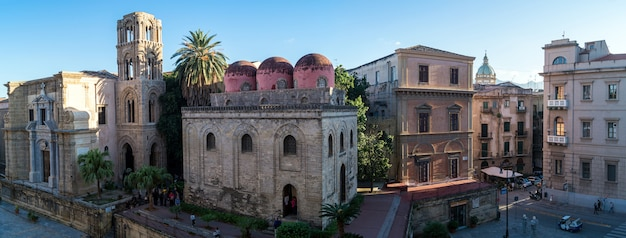 Panoramisch zicht op palermo met de san cataldo kerk, sicilië