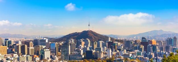 Panoramisch zicht op seoul city skyline in zuid-korea