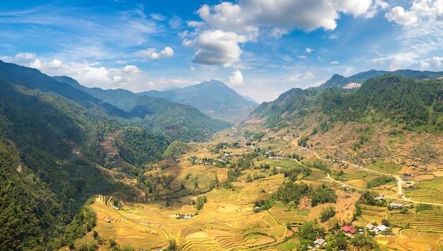 Panoramisch zicht op terrasvormige rijstveld in sapa, lao cai, vietnam