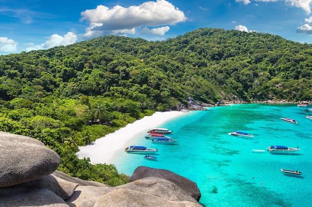 Panoramisch zicht op tropische similan-eilanden in thailand