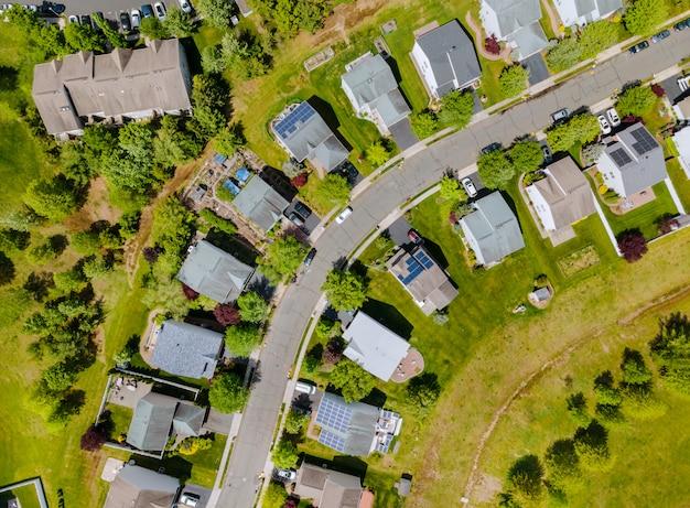 Panoramisch zicht van buurt eengezinswoning in woonwijk met brooklyn new york ny
