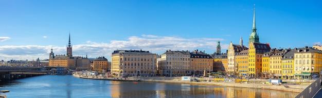 Panorammening van de horizon van stockholm met mening van gamla stan in stockholm, zweden