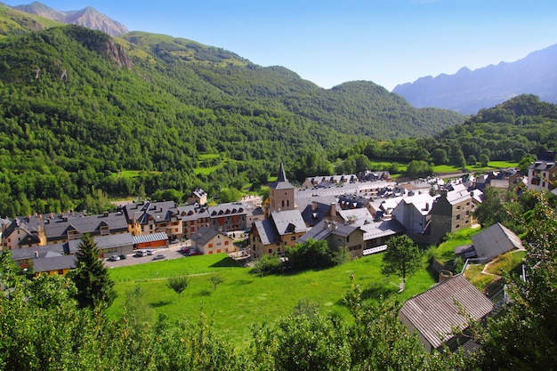 Panticosa dorp hoog uitzicht leiendaken pyreneeën