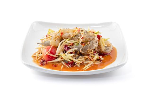 Papaja pittige salade met garnalen of som tam goong zode thais eten.